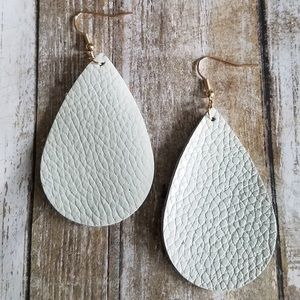 🌞SUMMER SALE🌞 Off White faux leather  earrings
